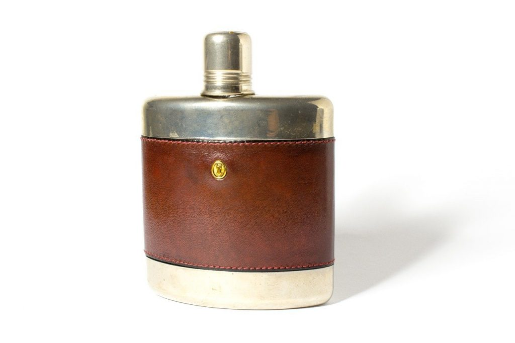 What makes a good whiskey flask